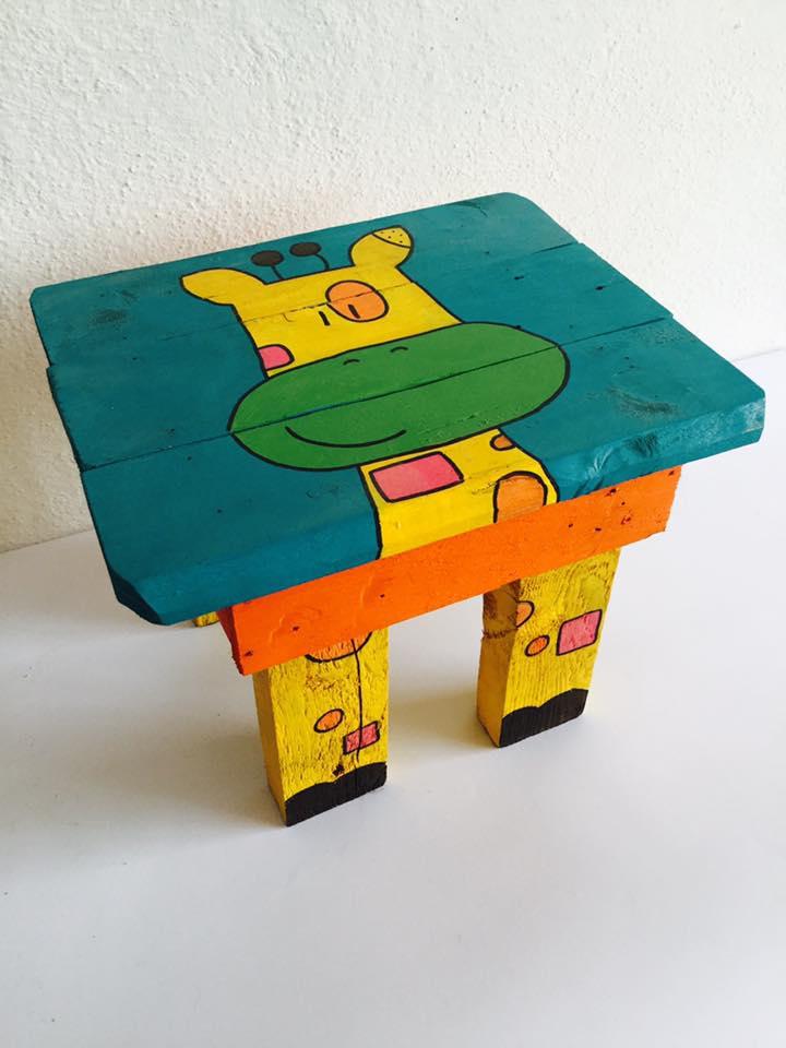 http://www.labottegadellastrega.it/shop/product/tutti-i-prodotti/sgabello-giraffa/95191130